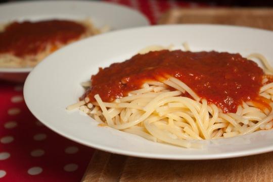 Nudeln mit Tomate Frito